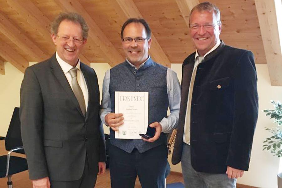 Stephan Drasch erhält Ehrenamtsnadel in Gold