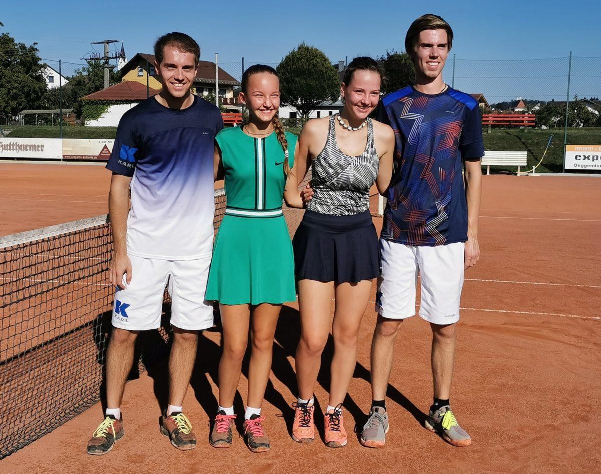 Sie standen sich im A-Mixed-Finale gegenüber, v.l. die Sieger Jonathan Grimm und Hannah Brandl sowie die Zweiten Luca Marie Praska und Valentin Meier