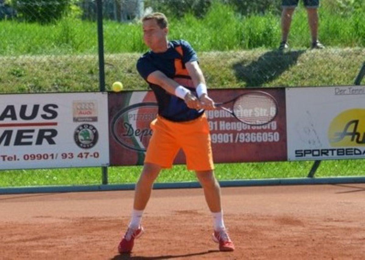 Eine Glanzleistung lieferte Raimund Knogler ab, der sein Spiel nach 0:5-Rückstand noch mit 7:5, 6:4 gewann.