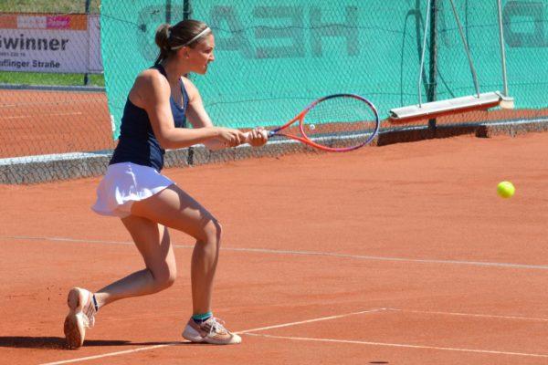 Unermüdlicher Einsatz: Stefanies Baumgartner Kampf wurde mit einem 3-Satz-Sieg belohnt.