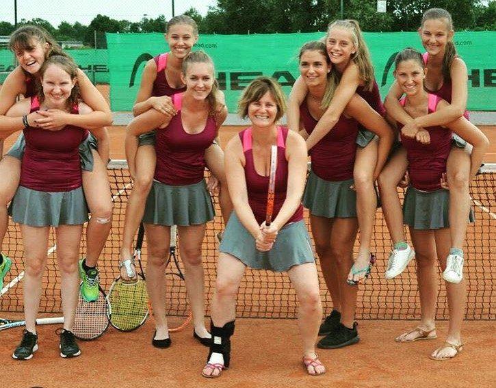 Das erfolgreiche Hengersberger Damen-Tennisteam: (v.l.) Clara Drasch und Roxana Frisch, Nicole Berger und Magdalena Sagerer, Annette Schwiewagner, Helena Nyikos und Karina Hofbauer sowie Steffi Baumgartner und Carmen Lehner.