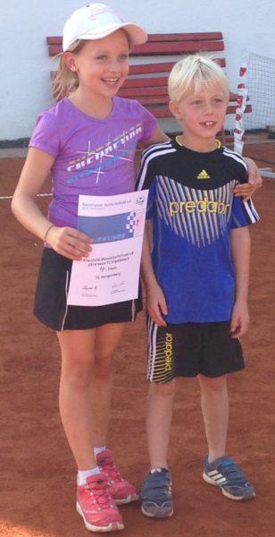 Die beiden U8-Finalisten der Niederbayerischen Meisterschaft, Isabella Breuherr und Lukas Hupf