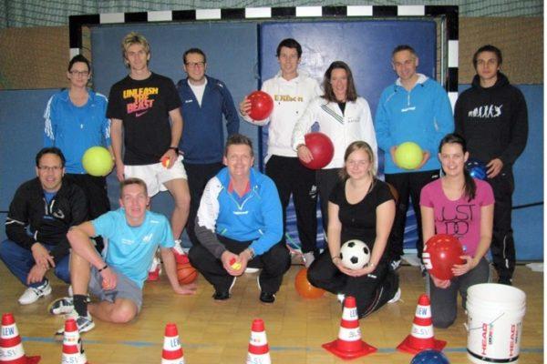 Vom TCH waren Stephan Drasch (sitzend links), Simone Berger (stehend links) und Markus Aichinger (stehend 3. von links) anwesend